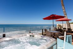 House in Encinitas, United States. Gorgeous oceanfront single family home with panoramic ocean views. Large open floor plan, great for families. 8 bedrooms, 6.5 baths, sleeps 17.  Private spa, bbq, fireplace, granite kitchen, travertine flooring, balconys, patio, and more.  Spaciou...