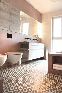 Mit diesem einzigartigen Marmorkalkputz können Sie Wandflächen auch direkt im Duschbereich gestalten und somit fugenlose Oberflächen erstellen. Über die Ausführung und technischen Grundlagen informieren wir Sie gerne in einer speziellen Schulung in unserer Trainingsakademie.