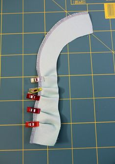 Overlock: sew roundings, circles and corners - Upcycled Crafts Sewing Hacks, Sewing Tutorials, Sewing Patterns, Sewing Tips, Quilt Patterns, Techniques Couture, Sewing Techniques, Baby Sewing, Free Sewing