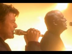 "In Memory of David Bowie - ""Comfortably Numb"""
