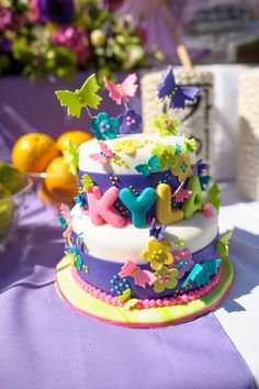 Butterfly party birthday cake www.anygivenparty.com/a-fortune-telling-celebration/