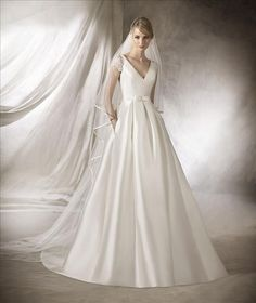 Wedding dress shop in Dubai & Lebanon for bridal gowns & evening dresses. Collections from the top wedding dress designers & bridal couture. Dubai Wedding Dress, La Sposa Wedding Dresses, Bridal Dresses, Classic Wedding Dress, Wedding Dress Styles, Wedding Suits, Wedding Dress With Pockets, One Shoulder Wedding Dress, Gowns With Sleeves
