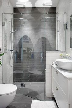 Cool small master bathroom remodel ideas (42)