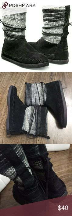 TOMS Nepal Boot Black Wool Stripe Pre-owned in great condition. Size 8W Toms Shoes Winter & Rain Boots