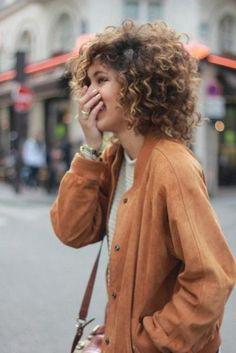 Vous êtes couverte de bouclettes? Vous suscitez les regards envieux, mais aimeriez parfois pouvoir les dompter? Inspirez-vous de ces photos, repérées sur Pinterest.