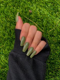 Edgy Nails, Trendy Nails, Swag Nails, Best Acrylic Nails, Acrylic Nail Designs, Acrylic Nails Green, Matte Green Nails, Green Nail Designs, Glue On Nails