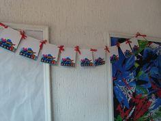 Varal Pocoyo  Para decoração da festa Pocoyo  Este produto agrega valor em sua decoração    09 Bandeirinhas com laços em renda para pendurar  Varal com 85 cm    De 05 a 10 dias úteis para chegar em seu endereço  Frete grátis
