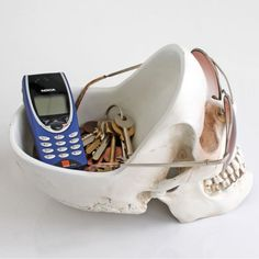 Skull Stuff Tidy - Very Cool... but how old is that phone????