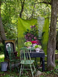 12 Shabby Chic & Bohemian Garden Ideas 1001 Gardens is part of Shabby chic patio - Trendy, bohemian is everywhere! Until the gardens where we want to find this nomadic and romantic spirit Bohemian chic invades the garden to our delight Patio Shabby Chic, Shabby Chic Terrasse, Jardin Style Shabby Chic, Bohemian Patio, Shabby Chic Kitchen, Shabby Chic Homes, Shabby Chic Decor, Bohemian Garden Ideas, Bohemian Theme