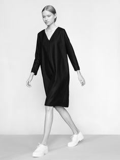 THISISNON / KOLEKCJE / V-NECK DRESS