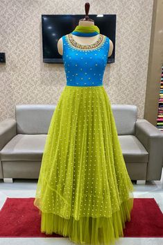 Simple Frock Design, Girls Frock Design, Fancy Dress Design, Designer Anarkali Dresses, Designer Dresses, Long Gown Design, Cotton Saree Designs, Mother Daughter Dresses Matching, Frock For Women