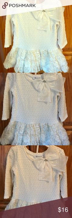 Bonnie jean party dress Beautiful elegant white Bonnie jean dress has gold accenting throughout features white and gold Floral printed full bottom skirt. Perfect for parties, photos and special occasions! Like new 2T.    Discount offered during best of dresses & skirts party!!! Bonnie Jean Dresses Formal