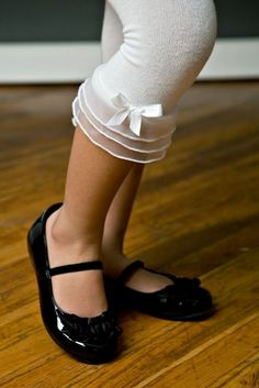 Another pretty solution to tights with toe holes.  I need this for me!