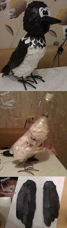 Ворона из пластиковых бутылок и