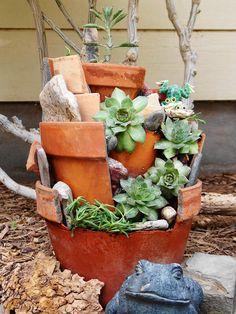 We're so doing these! Diy Planters, Hanging Planters, Planter Pots, Planter Ideas, Broken Pot Garden, Garden Junk, Cedar Planter Box, Garden Frogs, Plastic Plant Pots