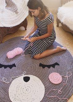 Arts And Crafts Stores Near Me Refferal: 8054519872 Crochet Carpet, Crochet Home, Crochet For Kids, Diy Crochet, Crochet Shawl, Crochet Stitches, Art And Craft Videos, Fun Arts And Crafts, Arts And Crafts Supplies