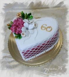 Kharavela Nagar Cake Delivery Shop Best quality cakes and flowers Pretty Cakes, Beautiful Cakes, Amazing Cakes, Heart Shaped Cakes, Heart Cakes, Photo Print Cake, Fondant Cakes, Cupcake Cakes, Anniversary Cake Designs