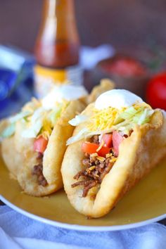 Mexican Chalupas Recipe Chalupas are one of the best matters on Taco Bell's menu! Now you can have them to your dinner menu. Mexican Chalupas Recipe, Chalupa Recipe, Sopes Recipe, Enchiladas, Burritos, Beef Recipes, Cooking Recipes, Pita Recipes, Recipies