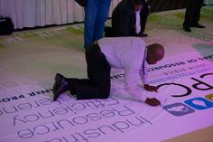 Banner signing (3)