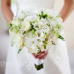 green and white bouquet. #bouquet #wedding