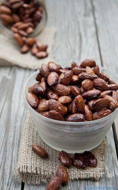 Maple Spiced Almonds | @Susan Caron Caron Caron Salzman | www.theurbanbaker.com