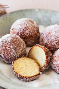Quark Balls Recipe - You can make these delicious quark balls without baking . - Quark balls recipe – You can make these delicious quark balls without any baking … – Quark ba - Clean Eating Salmon, Clean Eating Soup, Clean Eating Recipes, Strudel Recipes, Cake Recipes, Dessert Recipes, Food Cakes, Slow Cooking, Clean Eating Motivation