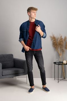 autumn | autumn fashion | autumn outfit | spring outfit | mensoutfit | casual outfit | men autumn outfit | men´s denim shirts | mens red T-shirt | mens blue slip on | mens black jeans | fashioninspo #outfitinspo #ootd #factcooloutfit