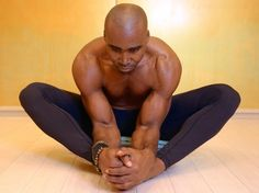 When Keith Mitchell, the former NFL linebacker turned yogi stopped by Yoga Shanti in Manhattan recently, he showed us a few moves (featured below) to help create space in the lower back. He teaches Wellness Fitness, Physical Fitness, Yoga Fitness, Fitness Routines, Yoga Sequences, Yoga Poses, American Football Players, Back Pain Exercises, Yoga Positions