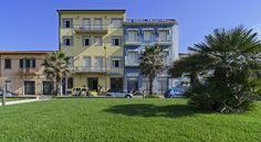 Hotel Nuovo Tirreno Lido di Camaiore Hotel Nuovo Tirreno is located just 20 metres from the beach in Lido di Camaiore. It features a café, a restaurant and sea-view rooms with air conditioning.