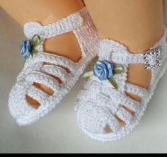 Baby Girl Crochet Slippers Shoe Pattern 22 New Ideas Crochet Baby Sandals, Baby Girl Crochet, Crochet Baby Clothes, Crochet Shoes, Crochet Slippers, Baby Shoes Pattern, Shoe Pattern, Knitted Booties, Baby Booties