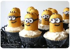 "Despicable Me ""Twinkie"" cupcakes - my daughter would LOVE these!"