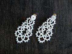 Ivory lace wedding earrings//Bridal earrings//frivolite//ivory