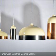 """Die Pendelleuchte """"Glaze"""" besteht aus Aluminium und Stahl. """"Glaze"""" wurde von der Designerin Corinna Warm für den Hersteller Innermost entworfen. Die…"""