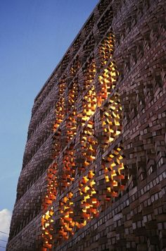 Brick wall patterning. South Asian Human Rights Documentation Centre, Dehli 2007. Anagram Architects