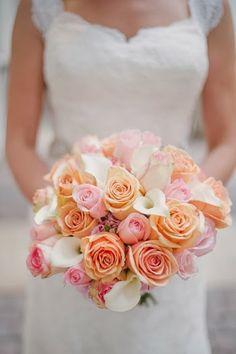 peach pink bouquet wedding