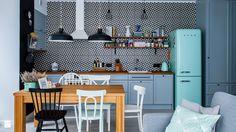 W dobie boom'u na białe, szare i czarne kuchnie, kolorowe fronty meblowe mogą wydawać się pewną ekstrawagancją. Naszym zdaniem jednak, taki barwny powiew świeżości jest polskim kuchniom niezwykle potrzebny! Poniżej znajdziesz kilka inspirujących pomysłów na zabudowę kuchenną, która potrafi zachwycić ...