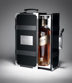 Johnnie Walker 18 Year Old Platinum Whisky Presentation Case Luxury Packaging, Beverage Packaging, Bottle Packaging, Packaging Design, Alcohol Bottles, Liquor Bottles, Scotch Whisky, Cigars And Whiskey, Whiskey Bottle