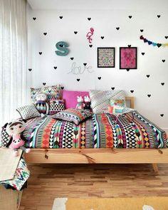 Como não querer um quarto desses pra gente também?! {Mooui} Vem cá que tem mais um monte de quartos lindos pra você se inspirar lá no blog, vem ver ó...http://bit.ly/CamasMaravilhosas Remobília