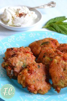 Αγαπημένοι ντοματοκεφτέδες Αστυπάλαιας, νηστίσιμοι και παραδοσιακοί αυτή την φορά σε μια αλλιώτικη εκδοχή αλλά όπως πάντα πεντανόστιμοι! Greek Beauty, Fingers Food, Greek Recipes, Healthy Recipes, Healthy Meals, Tandoori Chicken, Appetizers, Cooking, Ethnic Recipes
