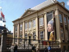 マウリッツハイス美術館ではフェルメールの人気作「真珠の耳飾りの少女」が見れる。オランダ 旅行のおすすめ観光スポット。