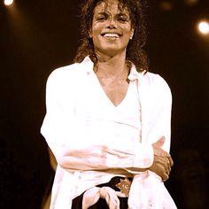 Il tuo meraviglioso sorriso riscalda sempre il mio cuore! Tanti auguri, Anima mia ❤️ #MichaelJacksonBirthday