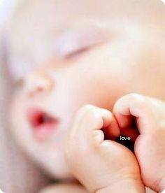 baby heart hands
