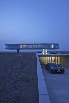 Villa Kogelhof : Ecological house in a glass box raised above the landscape by Paul de Ruiter Architect. Cantilever Architecture, Architecture Durable, Architecture Résidentielle, Amazing Architecture, Contemporary Architecture, Installation Architecture, Minimalist Architecture, Ecology, Exterior Design