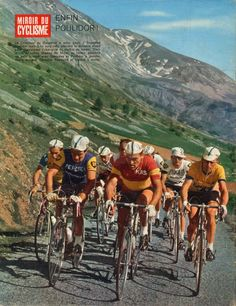 Critérium del Delfinato 1966. Col de Laffrey. Raymond Poulidor (1936) segue il campione di Spagna Antonio Gomez del Moral (1939). A dx. Christian Raymond (1943) e Francisco Gabica (1937-2014) [Miroir du Cyclisme]