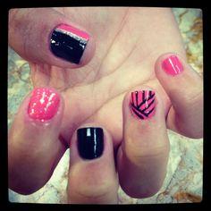 Black coral lines cute nails