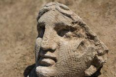 De nouvelles statues romaines  en France / Trovate altre statue romane in Francia: meravigliose. http://ilfattostorico.com/2014/06/02/scoperto-un-santuario-romano-monumentale-in-francia/
