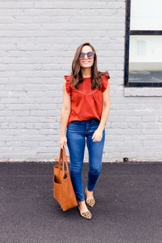 What to Wear With Leopard Shoes guide and tips on petite clothing Casual Work Outfits, Work Casual, Cute Outfits, Jean Outfits, Professional Outfits, Casual Shoes, Instagram Outfits, Leopard Shoes Outfit, Leopard Flats