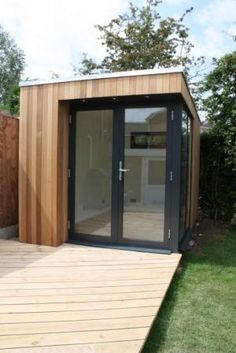 The living space of this small garden room by Swift Garden Rooms is increased by adding a deck