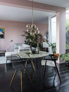 My 5 best Feng Shui ti - Deco Garden-Design Dusty Pink Bedroom, Pink Bedroom Walls, Pink Bedrooms, Pink Walls, Cafe Interior, Interior Design Tips, Interior Styling, Dining Room Inspiration, Interior Inspiration