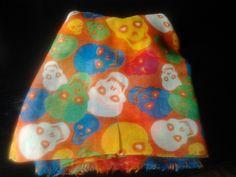 pañuelo de calaveras naranja